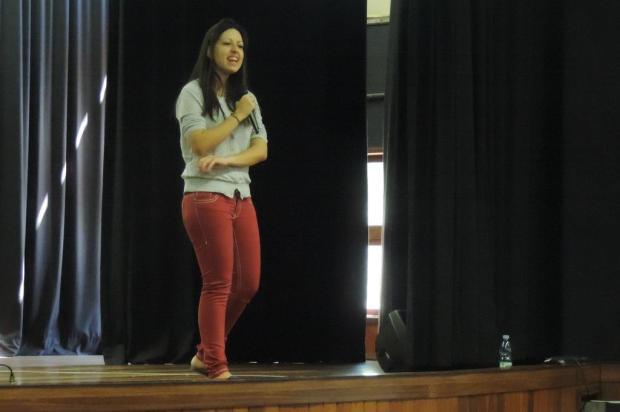 Ex-aluna do MIT faz palestra em colégio de Porto Alegre Ariel Gil/Agência RBS