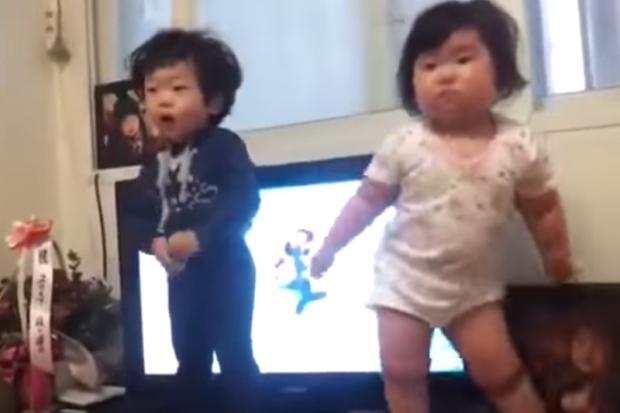 Vídeo: dança de bebês coreanos viraliza na internet Reprodução/YouTube