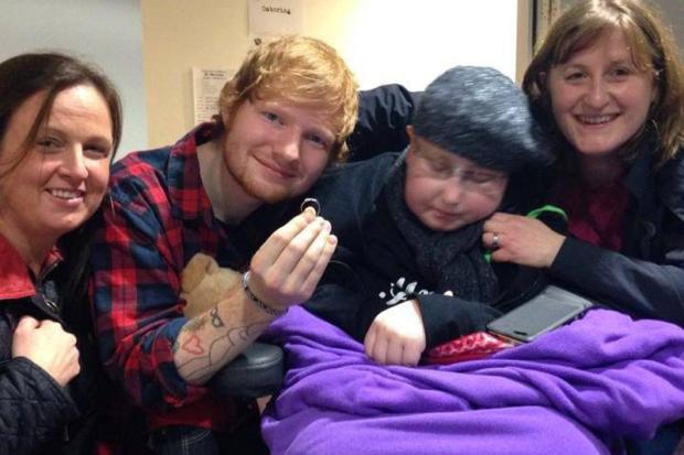 """Ed Sheeran """"se casa"""" com fã que sofre de câncer Reprodução/Facebook"""