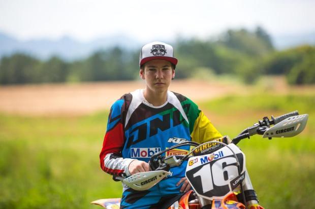 Piloto de 15 anos desponta como promessa nacional do motocross Anderson Fetter/Agencia RBS