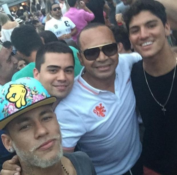 Neymar e Gabriel Medina passam férias em Santa Catarina  Reprodução Instagram/Reprodução Instagram