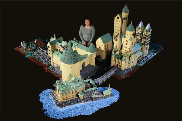 Mulher constrói castelo de Harry Potter usando mais de 400 mil peças de LEGO Reprodução/