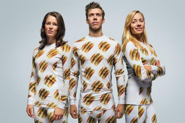 Rede de lanches lança linha de roupas e acessórios com estampa de hambúrguer Reprodução/Big Mac Shop